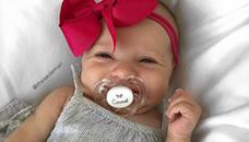 bebevo-se-rodilo-so-nasmevka-na-liceto