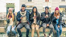Третина од луѓето се зависни од технологијата и свесни се за тоа