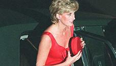 Зошто принцезата Дијана цврсто ги држела чантите до градите